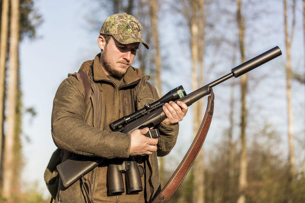 Portrait eines Jägers in Salem am Bodensee mit Munition