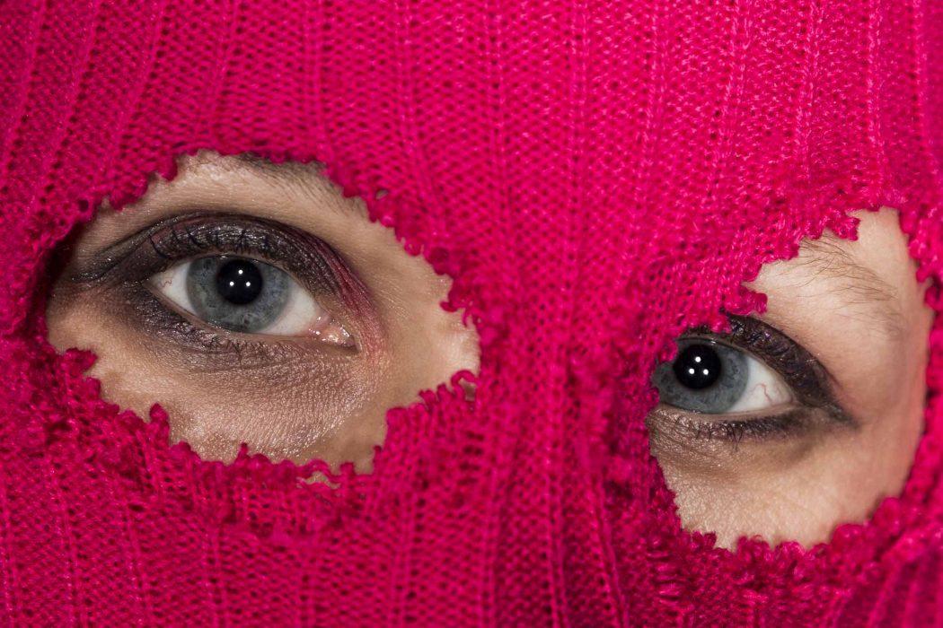 Pussy Riot mit Maske